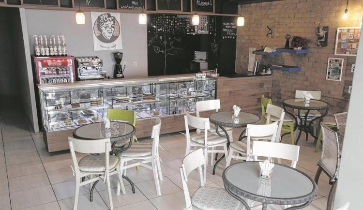 A decoração da confeitaria e cafeteria é cheio de fofuras de vó - Foto: Adilton Venegeroles / Ag. A Tarde