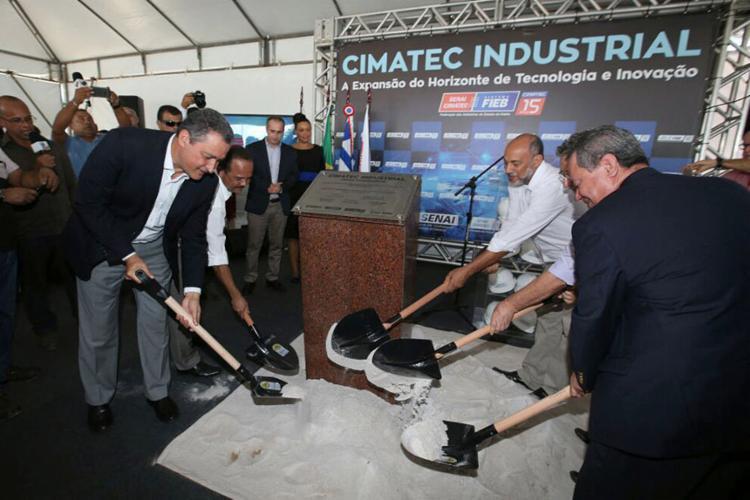 O lançamento da pedra fundamental do Cimatec Industrial reuniu o governador e dirigentes da Fieb - Foto: Manu Dias l Gov-BA