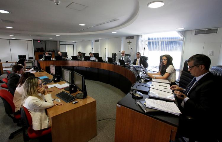 Na votação final do pleno do TCE prevaleceu o voto do relator, conselheiro Marcus Vinícius de Barros Presídio - Foto: Adilton Venegeroles l Ag. A TARDE