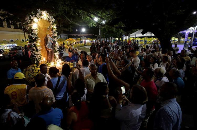 Católicos lotaram o largo do Santo Antônio Além do Carmo durante a celebração - Foto: Adilton Venegeroles l Ag. A TARDE