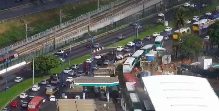 O trânsito está lendo desde a saída da Paralela até as imediações da rodoviária - Foto: Divulgação | Transalvador