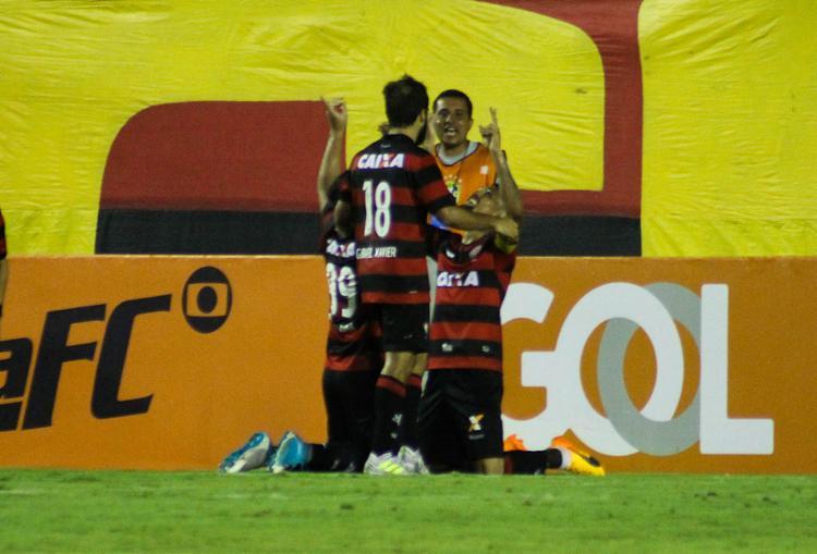Kieza comemora após marcar o gol que evitou a derrota na Toca - Foto: Mauricia da Matta l EC Vitória