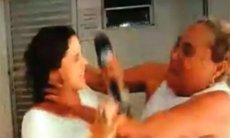 A jornalista Ticiane Bicelli foi arranhada, mordida e ainda levou soco - Foto: Reprodução | Youtube