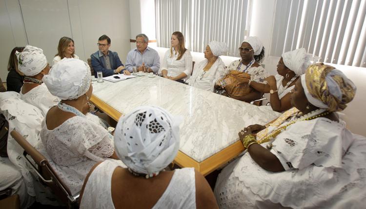 Baianas e representantes do MTE assinaram o documento na manhã desta sexta-feira - Foto: Luciano da Matta l Ag. A TARDE