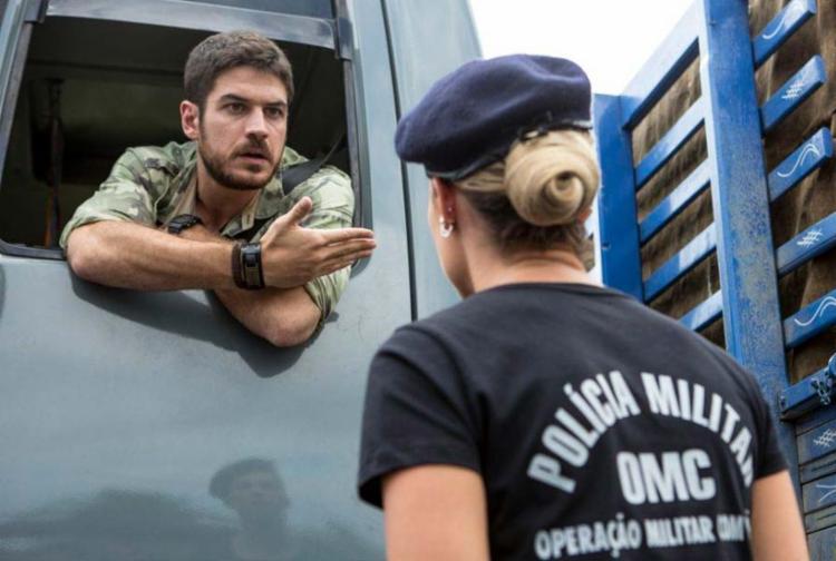 Zeca, vivido por Marco Pigossi, em cena com Jeiza, personagem de Paola Oliveira - Foto: Divulgação | TV Globo