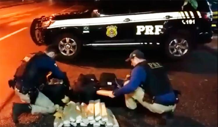 Os suspeitos pretendiam levar a droga para o município de Goiana, em Pernambuco - Foto: Divulgação | PRF