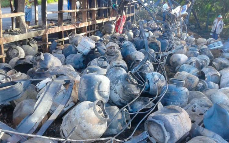Por conta do acidente, vários botijões explodiram - Foto: Divulgação | PRF