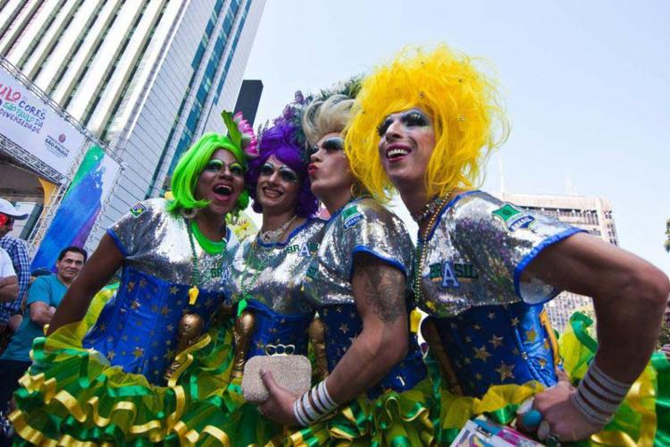 A parada terá 19 trios elétricos patrocinados por instituições e empresas que apoiam o movimento LGBT - Foto: Agência Brasil