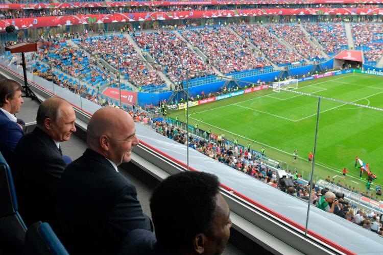 Estreia teve a presença do presidente Vladimir Putin e de Pelé nas tribunas - Foto: Alexey Druzhinin   Sputnik   AFP