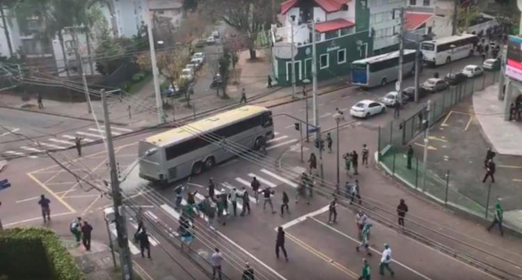 Confusão aconteceu horas antes da partida entre Coritiba e Corinthians - Foto: Reprodução | Youtube