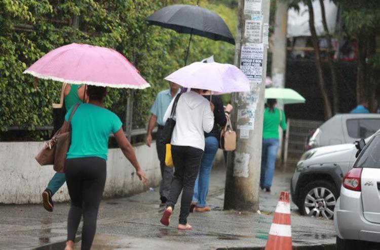 Tempo chuvoso deve permanecer até o próximo domingo - Foto: Joá Souza | Ag. A TARDE