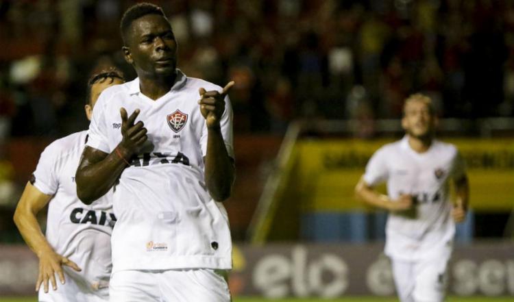 Kanu comemora segundo gol do Rubro-Negro sobre o Sport - Foto: Clelio Tomaz | Agif | Estadão Conteúdo