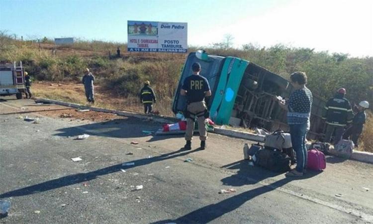 Ônibus saiu da pista e capotou em Minas Gerais - Foto: Divulgação | PRF