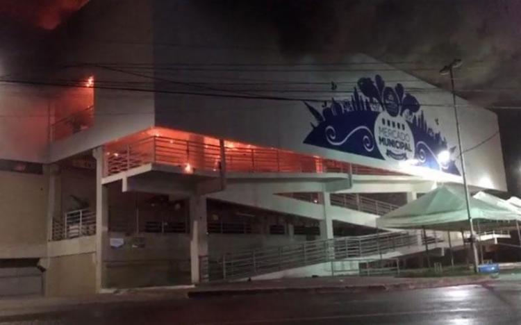 Incêndio começou no final da noite de domingo - Foto: Cidadão Repórter | Vias WhatsApp