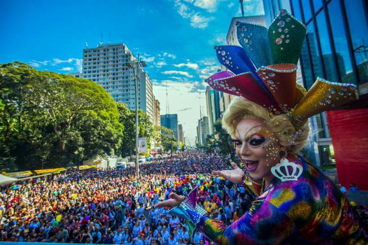 Parada reúne milhões de pessoas na avenida Paulista, centro comercial de SP - Foto: Cris Faga | Estadão Conteúdo