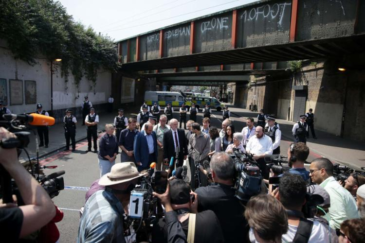 Autoridades políticas e religiosas estiveram próximo ao local do ataque - Foto: Daniel Leal-Olivas   AFP