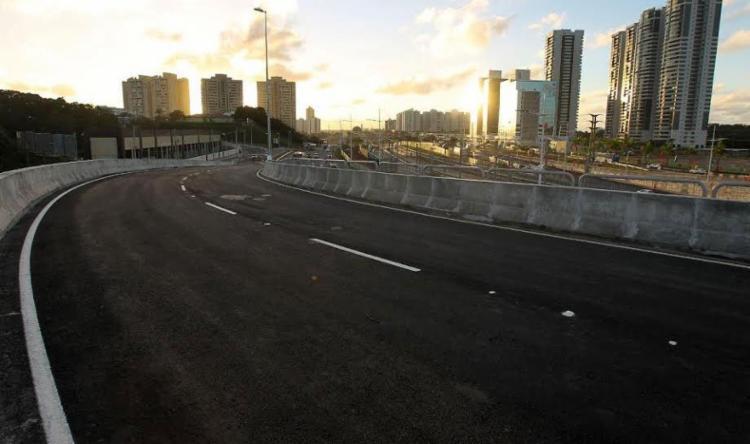 Via liga o trânsito entre os dois sentidos da Paralela - Foto: Mateus Pereira | GOVBA