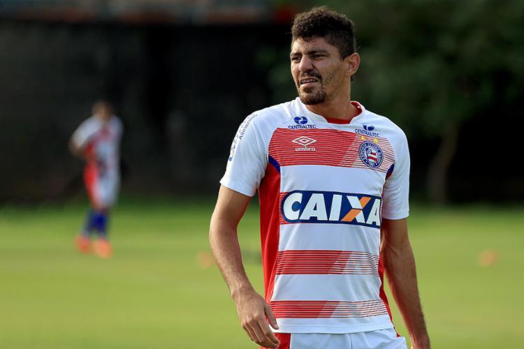 Volante sofreu uma nova entorse no joelho e desfalca o Tricolor nesta quinta-feira - Foto: Felipe Oliveira l EC Bahia