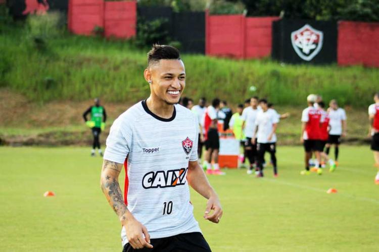 O atacante será o camisa 10 do Vitória na temporada - Foto: Maurícia da Matta   EC Vitória
