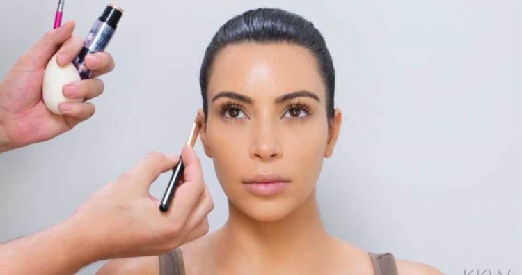 Kim Kardashian conseguiu venda 300 mil cosméticos - Foto: Divulgação