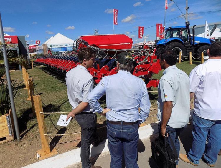 Exposição de maquinário agrícola atrai visitantes - Foto: Miriam Hermes l Ag. A TARDE