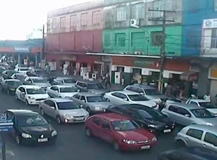 Motoristas que passam pela localidade encontram trânsito lento - Foto: Reprodução | Transalvador