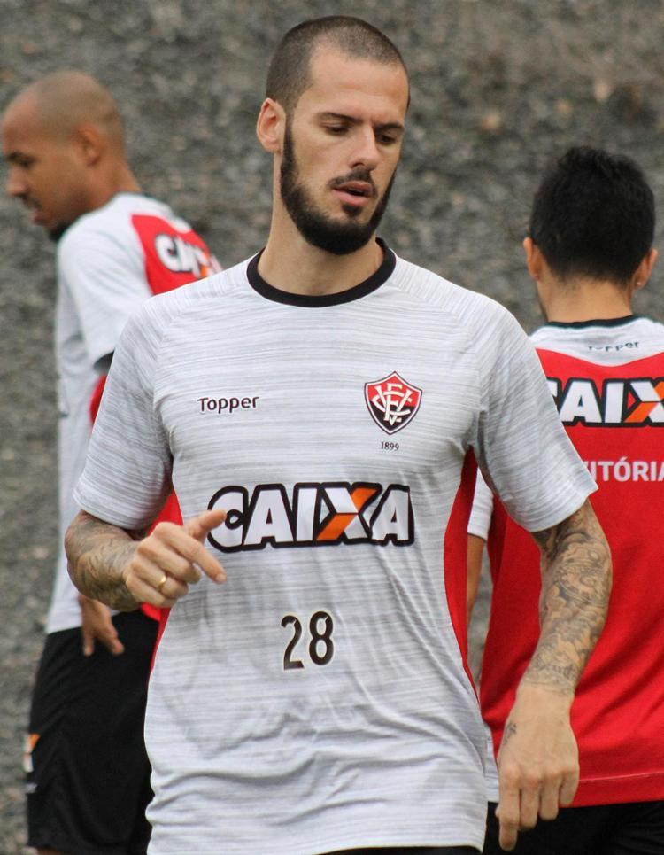 Zagueiro Fred falhou nos dois gols do Santos na última quarta - Foto   Maurícia da e444b4307c27e