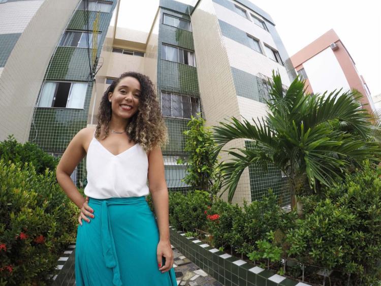 Luciana alugou seu apartamento e com o dinheiro da locação paga o financiamento - Foto: Mila Cordeiro | Ag. A TARDE