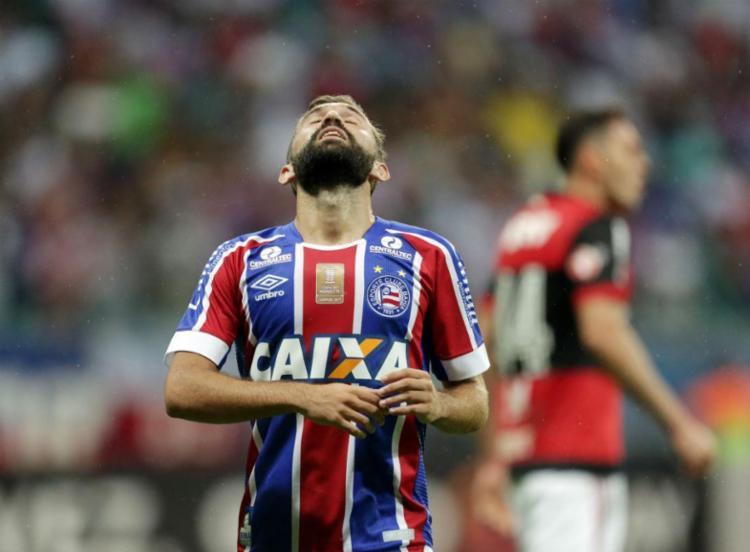 Tricolor luta, cria chances, mas perde para o Fla na Arena Fonte Nova - Foto: Raul Spinassé | Ag. A TARDE