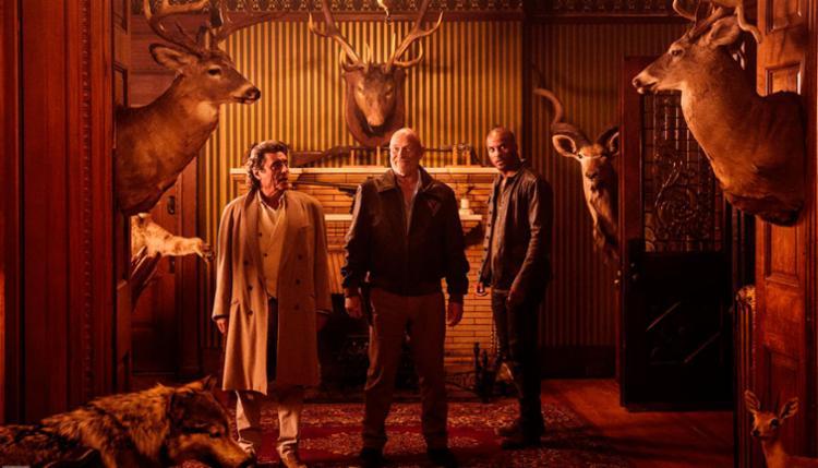 Ian MacShane, Corbin Bemsen e Ricky Whittle em cena de American Gods - Foto: Divulgação | Entertainment Weekly