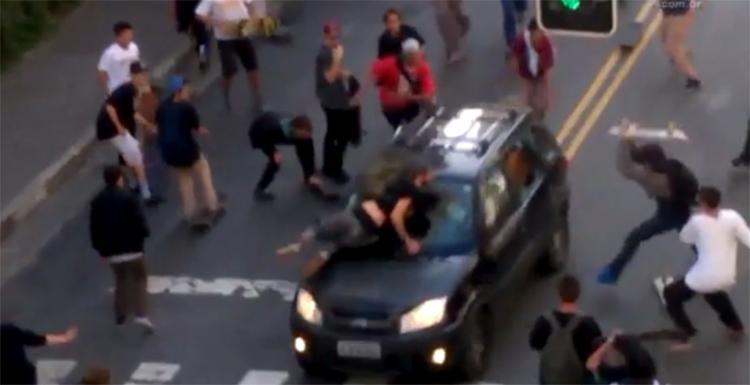 Atropelador será indiciado por lesão corporal dolosa e fuga do local do crime - Foto: Reprodução l UOL Mais