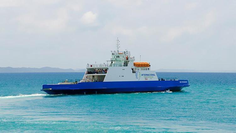 Embarcação Agenor Gordilho seguia para o Terminal de São Joaquim quando ocorreu a pane em um dos motores - Foto: Divulgação l Internacional Travessias
