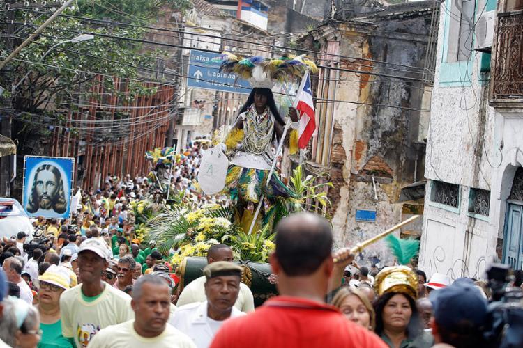 No domingo, o cortejo parte pelas ruas do Centro Histórico em direção ao Largo Dois de Julho - Foto: Joá Souzal Ag. A TARDE l 02.07.2015