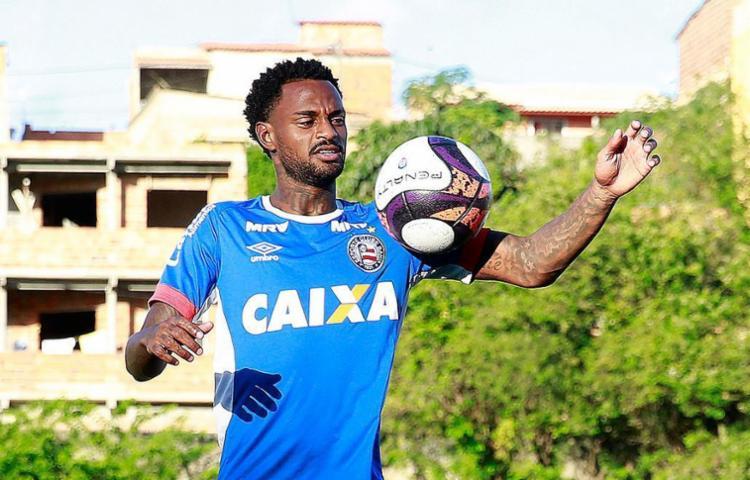 O volante retorna de suspensão para tentar ajudar o Tricolor a buscar a saída da zona - Foto: Felipe Oliveira l Ag. A TARDE
