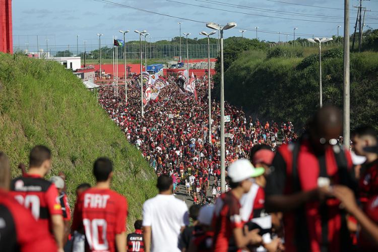 Torcida rubro-negra será a única a poder assistir ao Ba-Vi do domingo - Foto: Raul Spinassé l Ag. A TARDE