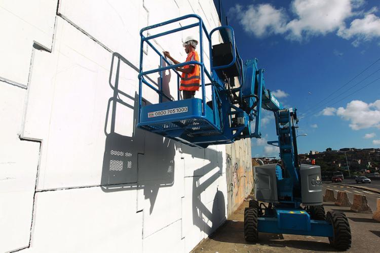 Muro está sendo preparado para receber arte de Foge - Foto: Paula Fróes l Gov-BA