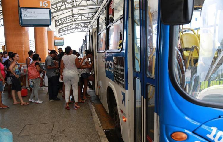 Reestruturação do transporte urbano estava prometida para ser concluída em abril de 2016 - Foto: Joá Souza l Ag. A TARDE 22.04.2015