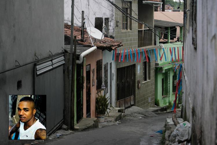 Jovens foram mortos na rua Manoel Faustino; segundo a polícia, José Antônio tinha passagem por porte ilegal de arma - Foto: Mila Cordeiro l Ag. A TARDE e Reprodução