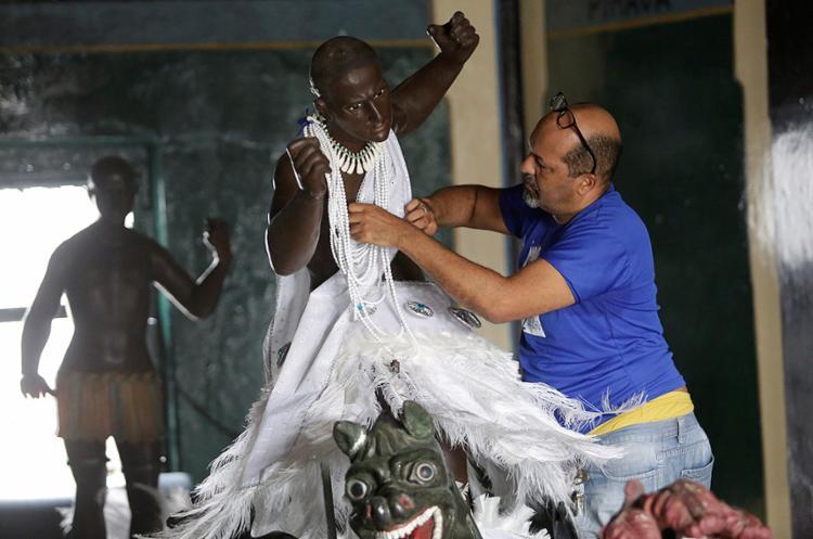 Símbolo da Independência da Bahia, o Caboclo recebe retoques para o desfile cívico do 2 de Julho, no domingo, 2 - Foto: Adilton Venegeroles l Ag. A TARDE
