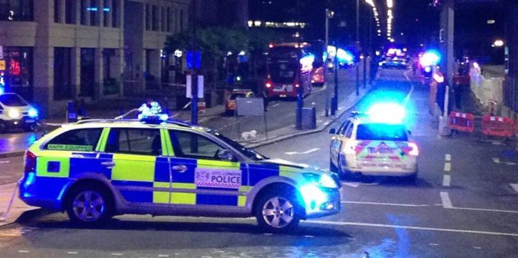 Policiais bloquearam a entrada da Ponte de Londres - Foto: Daniel Sorabji | AFP