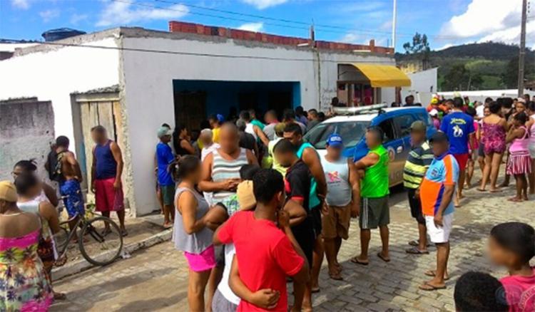 Uma criança de dois anos foi encontrada no local do crime - Foto: Jorge Viana | Reprodução | Ipiaú