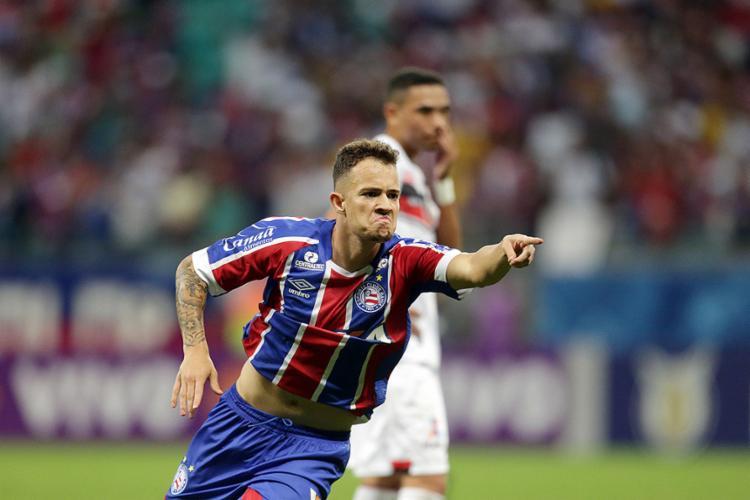 Gustavo Ferrareis marcou o gol que selou o triunfo Tricolor - Foto: Raul Spinassé l Ag. A TARDE
