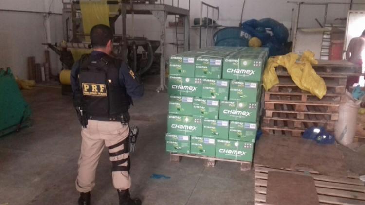 Entre os materiais de fácil negociação que a quadrilha roubava estão as cervejas, materiais de limpeza e papel A4, - Foto: Divulgação | PRF