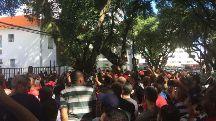 Após reunião, vigilantes caminham do Corredor da Vitória até Nazaré - Foto: Anderson Sotero | Ag. A TARDE