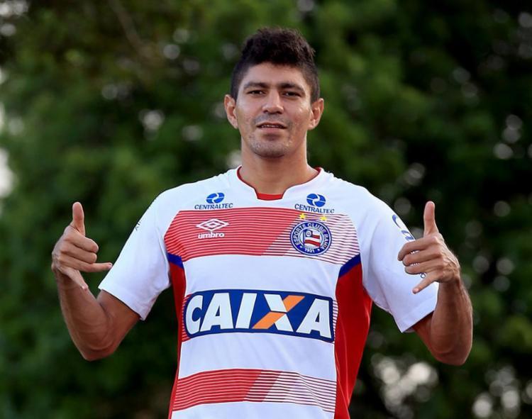 O volante saiu de campo no primeiro tempo contra o Dragão. O motivo: dores no joelho - Foto: Felipe Oliveira l EC Bahia