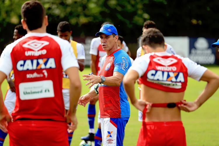 Jorginho confirmou que a única mudança é mesmo a entrada do volante Juninho na vaga de Edson - Foto: Felipe Oliveira l EC Bahia