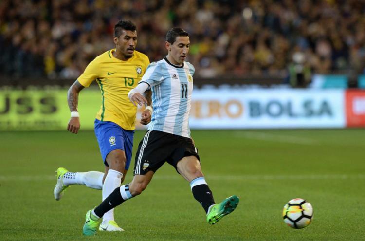 A derrota não condena a apresentação do Brasil, que jogou melhor. - Foto: Mal Fairclough | AFP