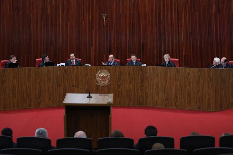 Gilmar Mendes (C) desempatou julgamento ao votar pela absolvição do presidente - Foto: Fabio Rodrigues Pozzebom l Agência Brasil