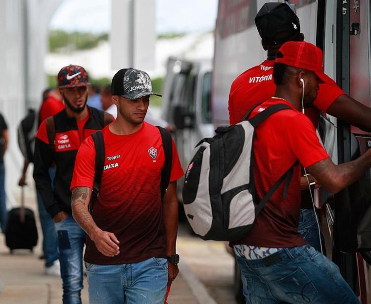 Jogadores do Leão desembarcaram sem chamar atenção no aeroporto de Salvador - Foto: Raul Spinassé l Ag. A TARDE