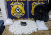 Crack e 2.485 pinos de cocaína foram apreendidos dentro de ônibus | Foto: